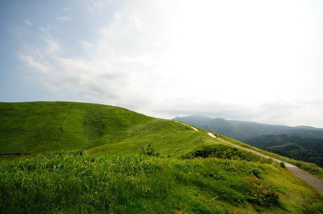 道もキレイに舗装された大室山お鉢巡り路。.JPG